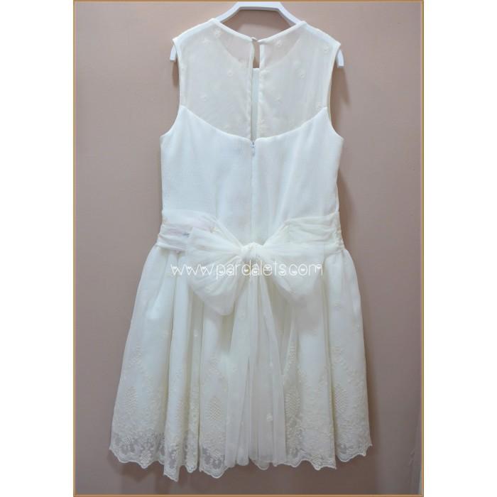 Camisa blanca con cuello nido de abeja a mano