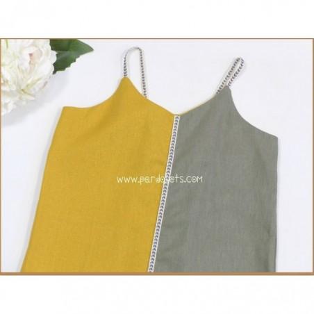 Vestido blanco grabado con lazo amarillo